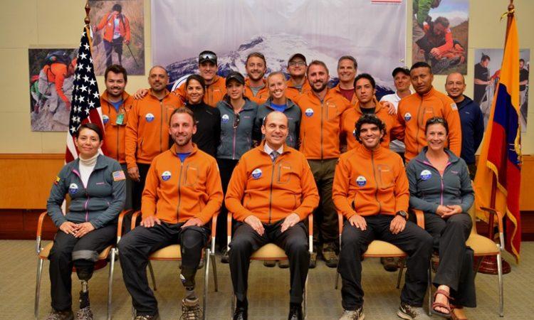 Participantes del equipo de escaladores con y sin discapacidad que intentará coronar el Cayambe