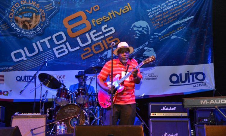 Lurrie Bell durante el concierto en Quito como parte del Quito Blues Festival