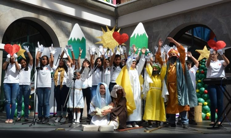 Children singing during the 2015 Christmas Choir Festival sponsored by the Embassy
