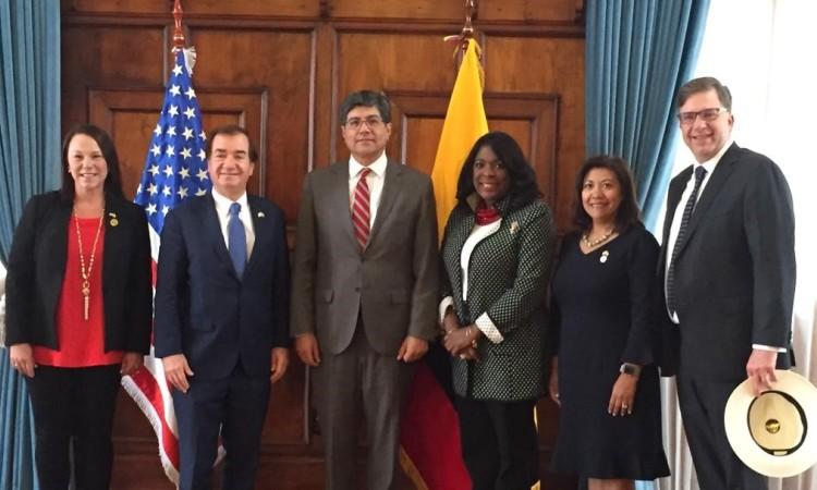 El Embajador Chapman y miembros de la delegación del Congreso de EEUU durante su reunión con el Ministro de Relaciones Exteriores del Ecuador